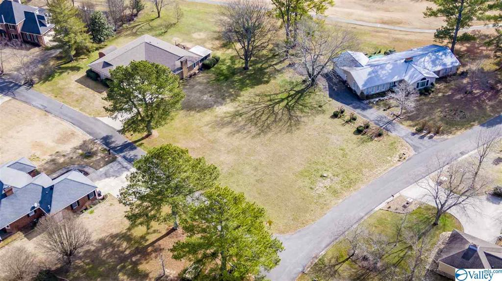 Photo of home for sale at 1209 Fairway Road, Fort Payne AL