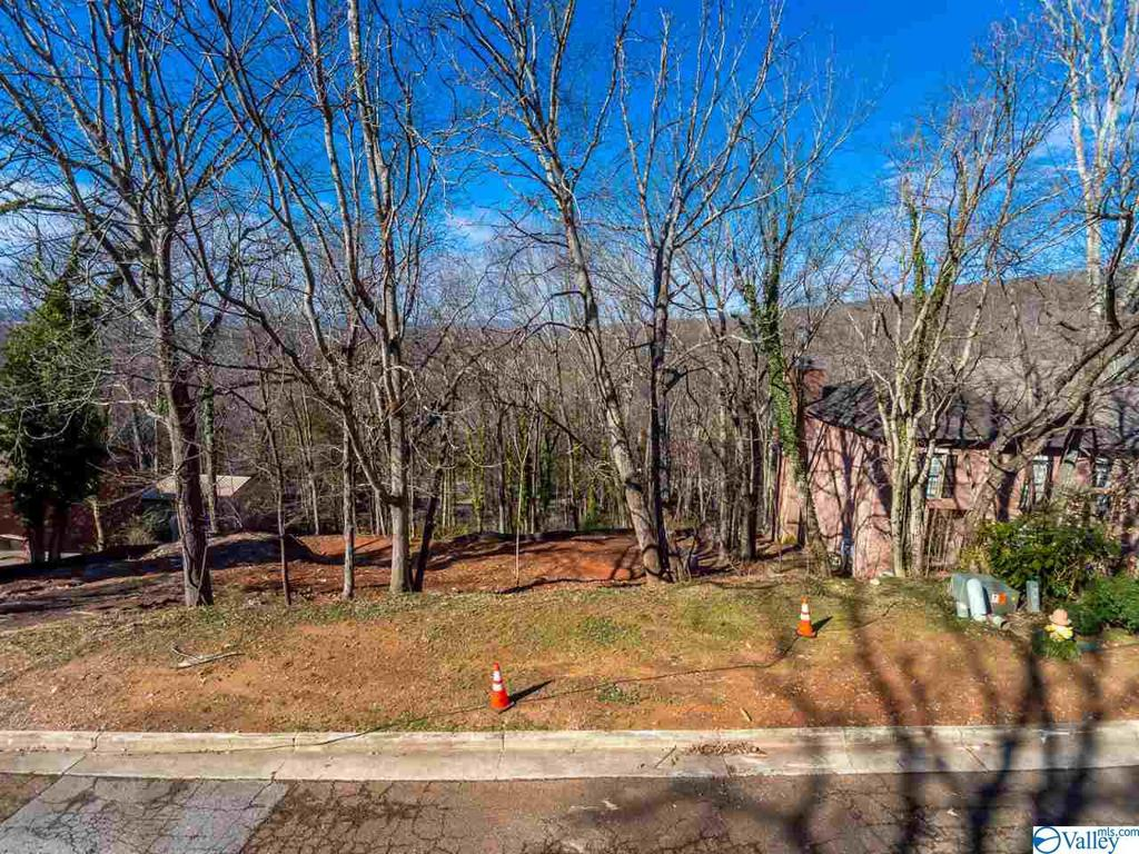 Photo of home for sale at 2228 Briarcliff Road, Huntsville AL