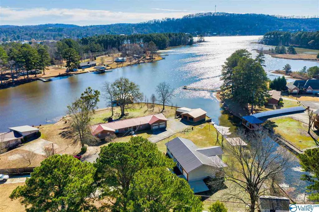 Photo of home for sale at 4540 Crystal Point, Southside AL