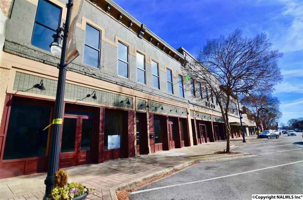 Photo of home for sale at 433 Broad Street, Gadsden AL