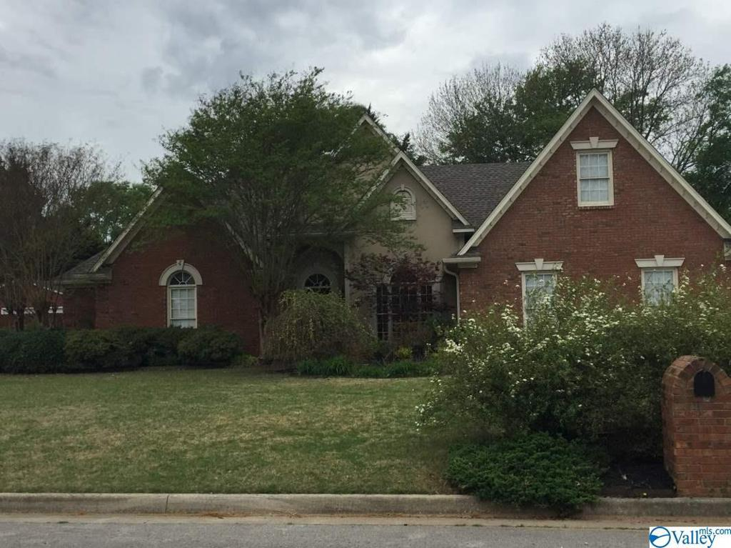 Photo of home for sale at 3125 Sweetbriar Road, Decatur AL
