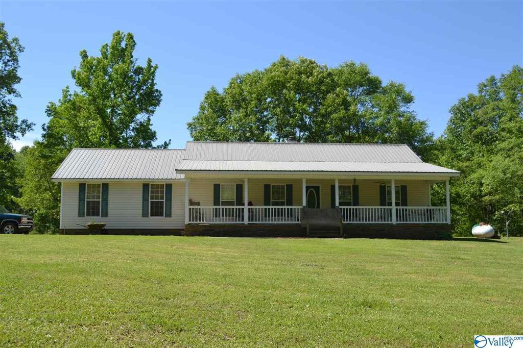 Photo of home for sale at 175 Blackberry Lane, Gadsden AL