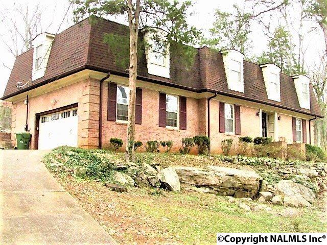 Photo of home for sale at 5724 Jones Valley Drive, Huntsville AL