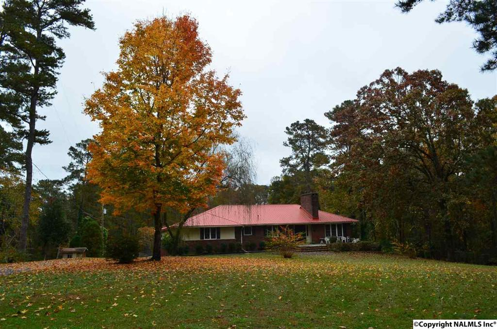Photo of home for sale at Hilltop Road, Gadsden AL