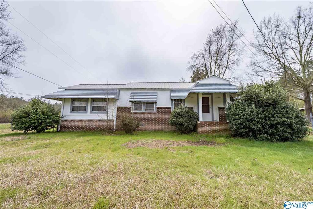 Photo of home for sale at 1008 Alexis Road, Centre AL