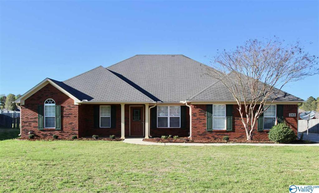 Photo of home for sale at 242 Latigo Loop, Huntsville AL