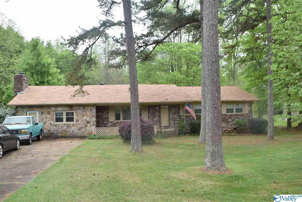 Photo of home for sale at 2421 Sunset Strip, Gadsden AL