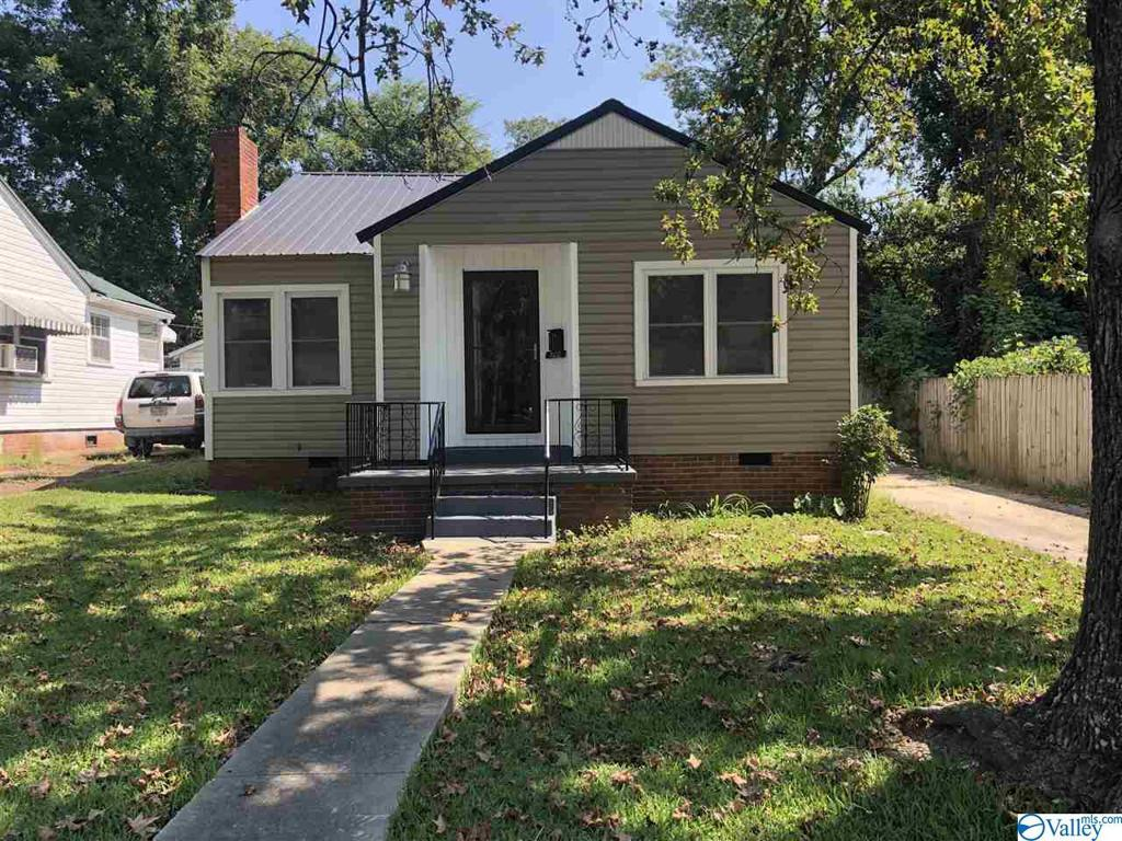 Photo of home for sale at 822 Tenth Street S, Gadsden AL