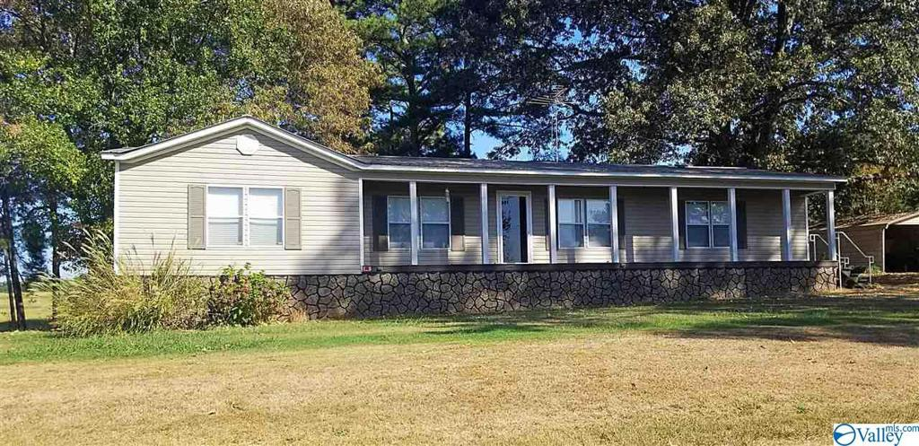Photo of home for sale at 32 County Road 361, Albertville AL