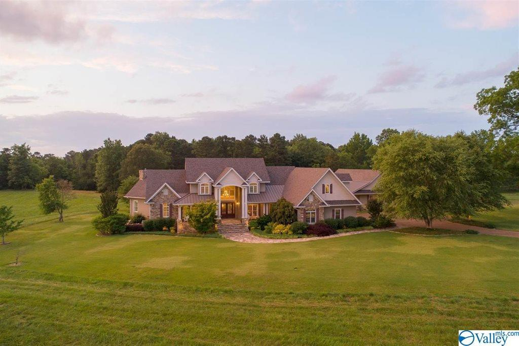 Photo of home for sale at 320 Grace Church Road, Guntersville AL