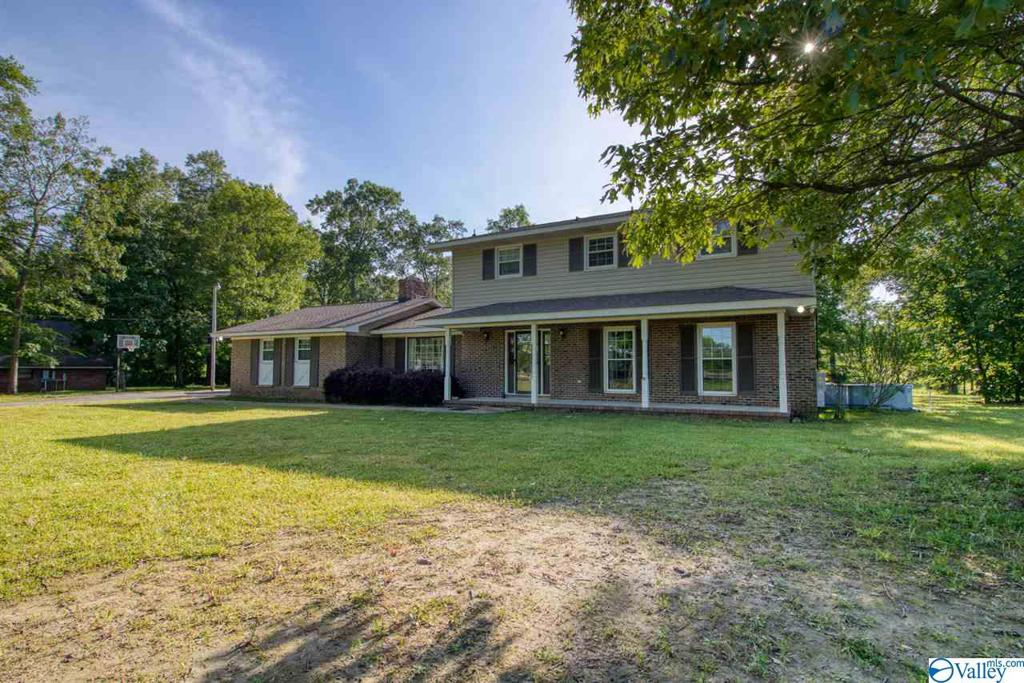 Photo of home for sale at 1341 Kyle Road, Hartselle AL