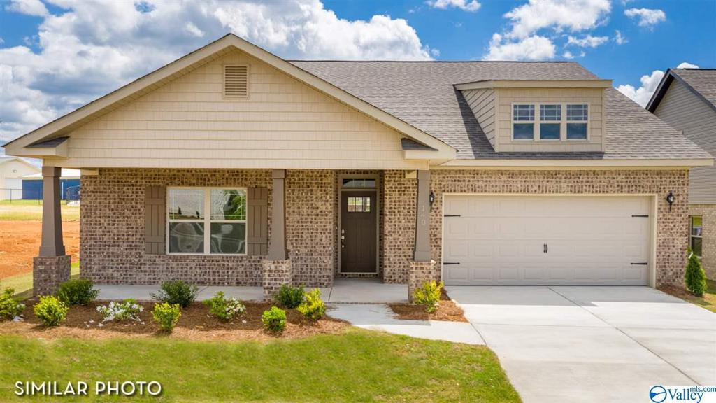 Photo of home for sale at 102 Sartain Street, New Market AL