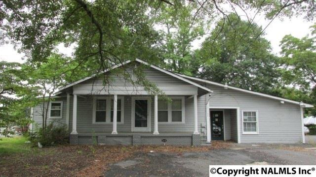 Photo of home for sale at 106 Mccleskey Street N, Boaz AL