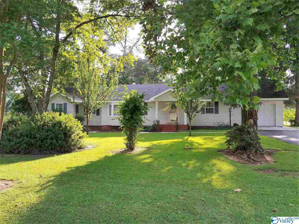Photo of home for sale at 1260 Church Circle, Gadsden AL