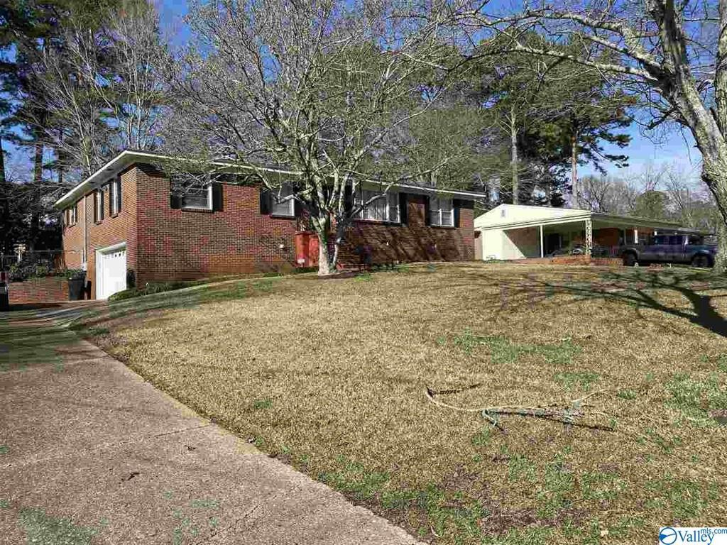 Photo of home for sale at 2104 Fairview Road, Gadsden AL