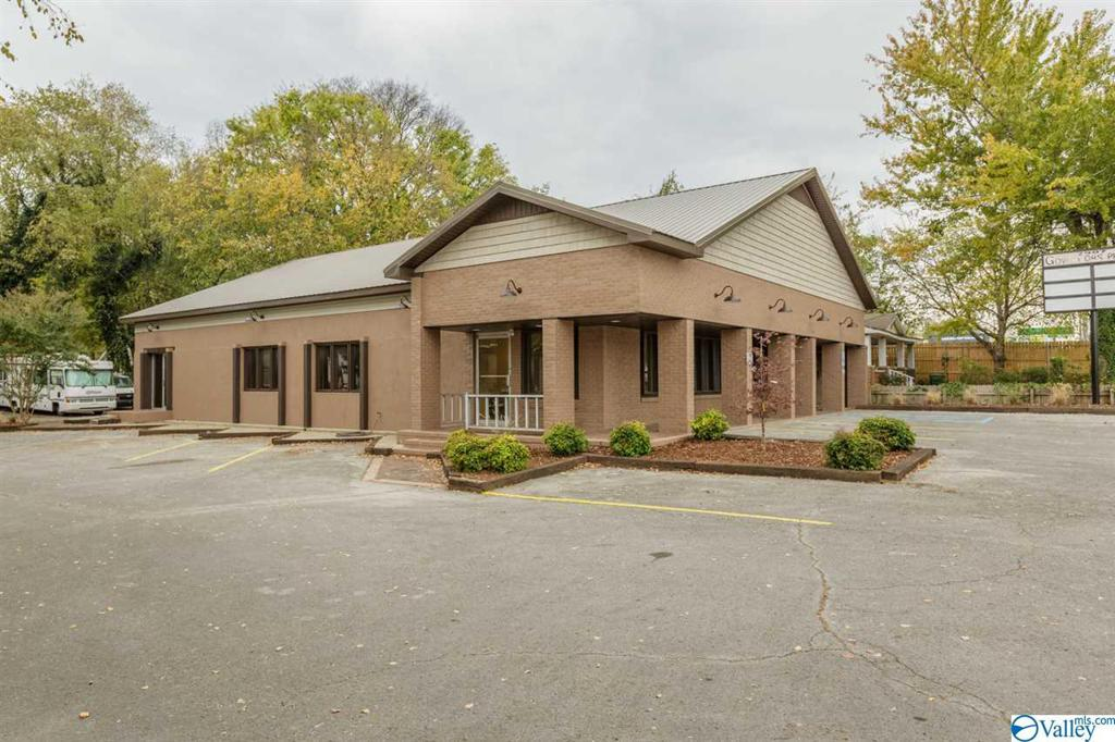 Photo of home for sale at 2907 Governors Drive, Huntsville AL
