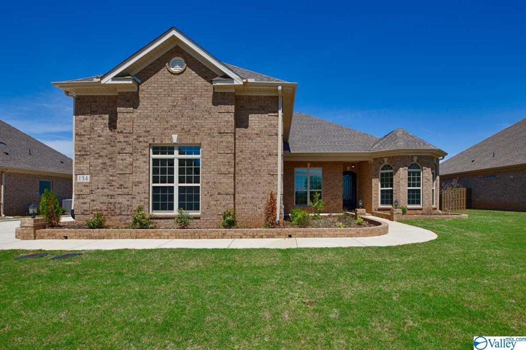 Photo of home for sale at 27 Brennan Hill Lane, Gurley AL