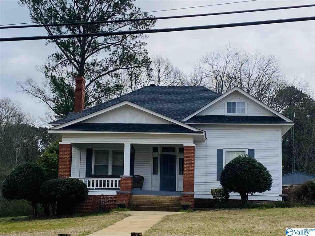 Photo of home for sale at 228 Magnolia Street, Lincoln AL