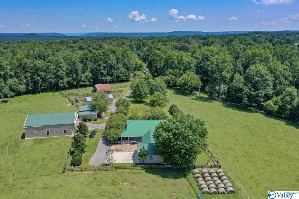 Photo of home for sale at 115 Dusty Trail, Union Grove AL