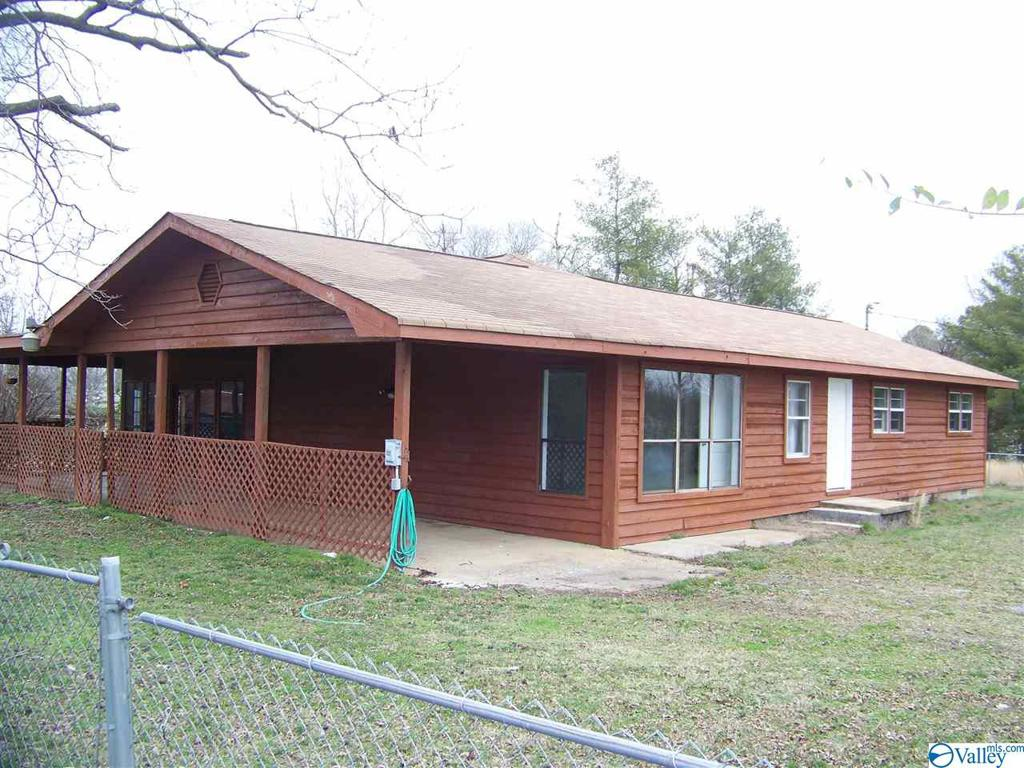Photo of home for sale at 2003 Mccurdy Avenue, Rainsville AL