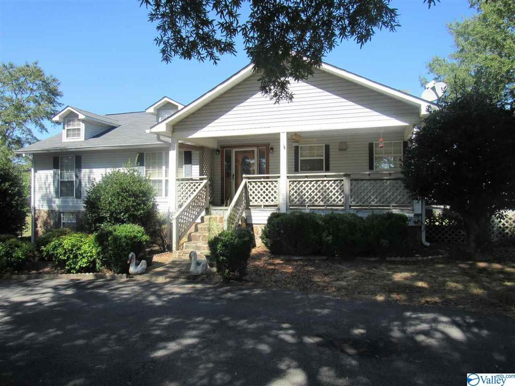 Photo of home for sale at 4282 County Road 26, Boaz AL