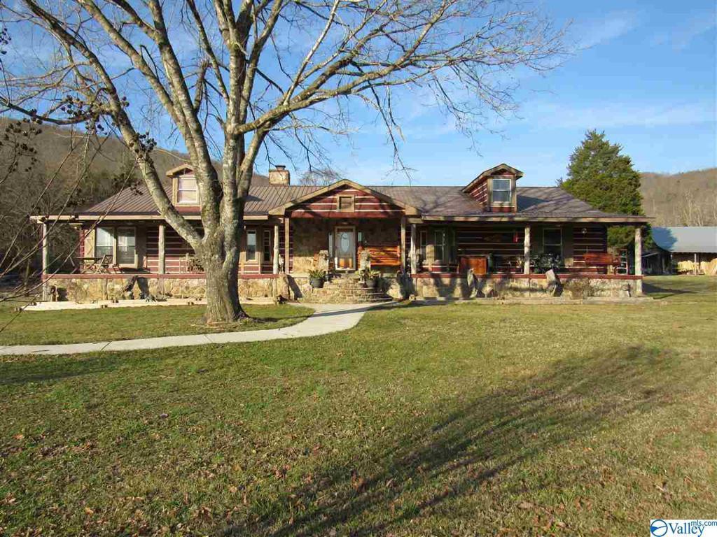 Photo of home for sale at 370 County Road 534, Scottsboro AL