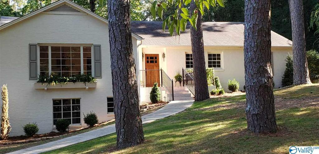 Photo of home for sale at 226 Dogwood Circle, Gadsden AL