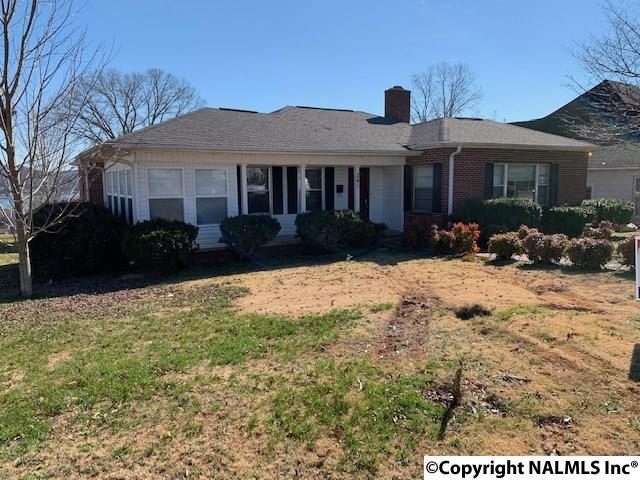 Photo of home for sale at 241 Hill Avenue, Guntersville AL