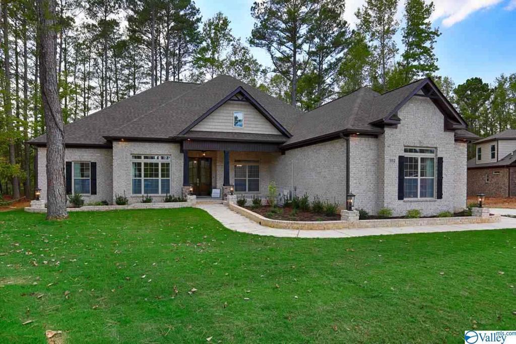 Photo of home for sale at 121 Hollow Ridge Circle, Huntsville AL