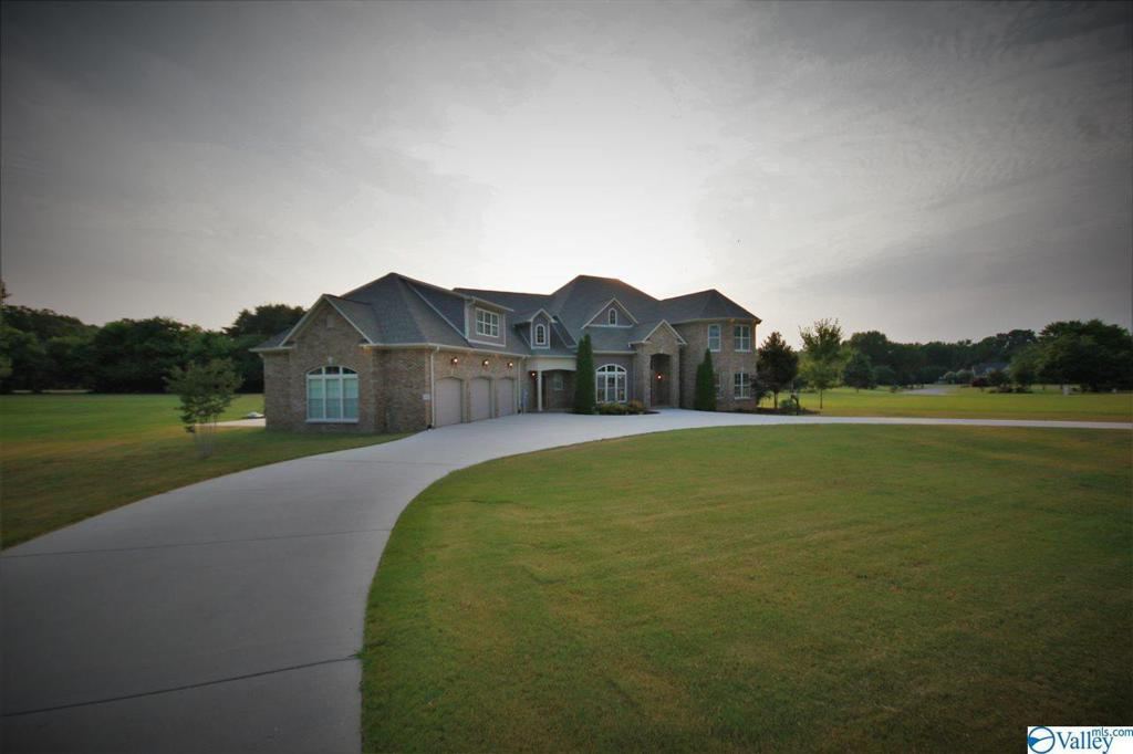 Photo of home for sale at 4173 Indian Hills Road, Decatur AL