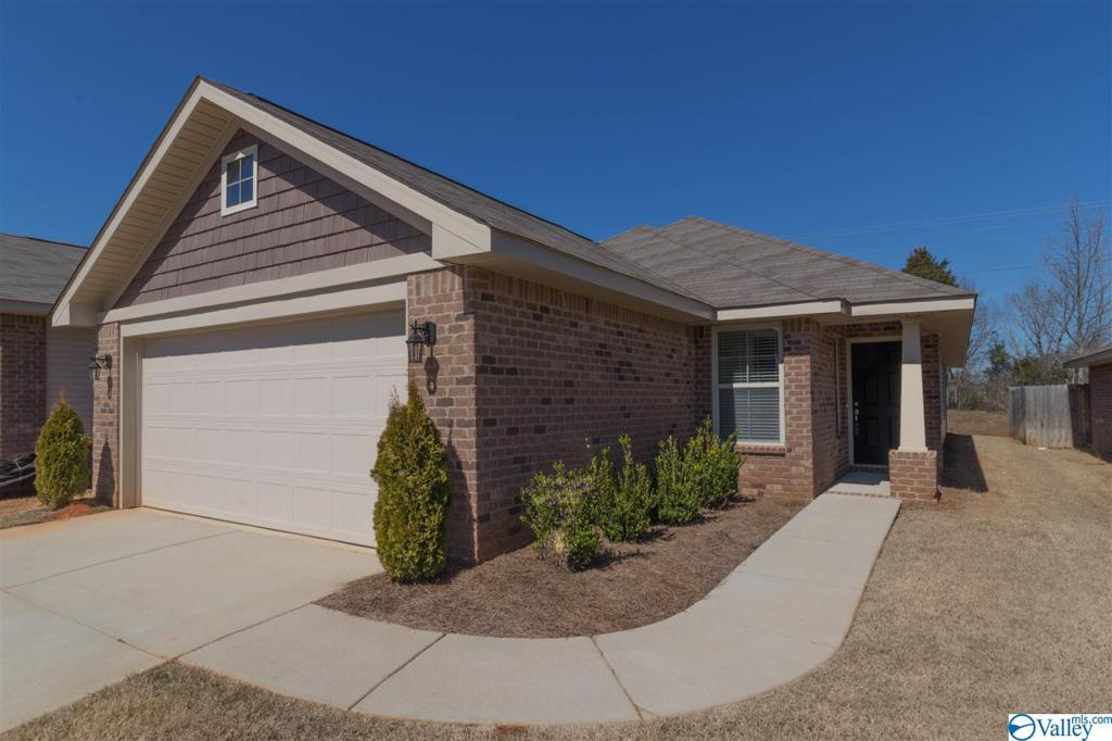Photo of home for sale at 528 Summit Lakes Drive, Athens AL