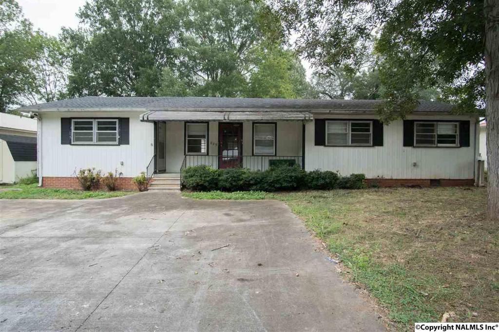 Photo of home for sale at South Market Street, Scottsboro AL