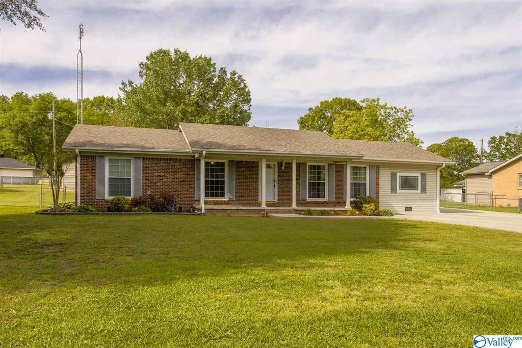 Photo of home for sale at 165 County Road 462, Town Creek AL