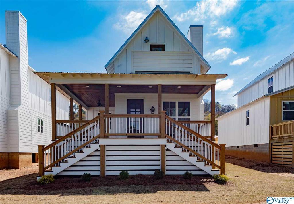 Photo of home for sale at 3266 Hardin Road, Guntersville AL