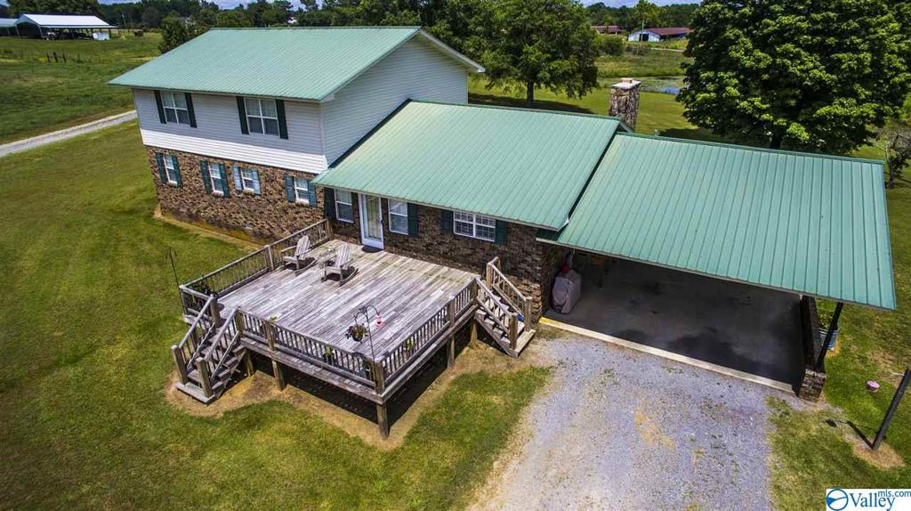 Photo of home for sale at 159 County Road 160, Crossville AL