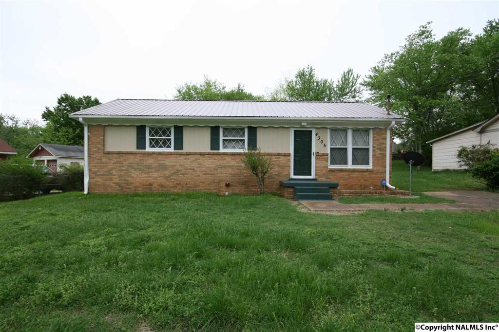 Photo of home for sale at Barry Street, Huntsville AL