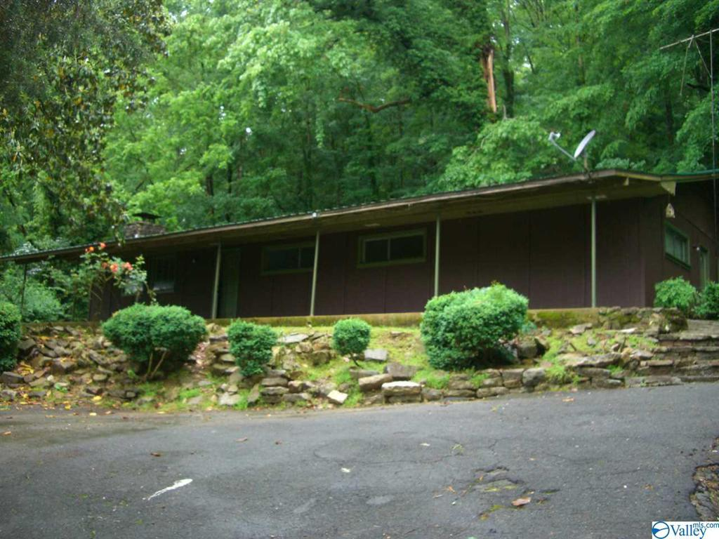Photo of home for sale at 1543 County Road 155, Stevenson AL