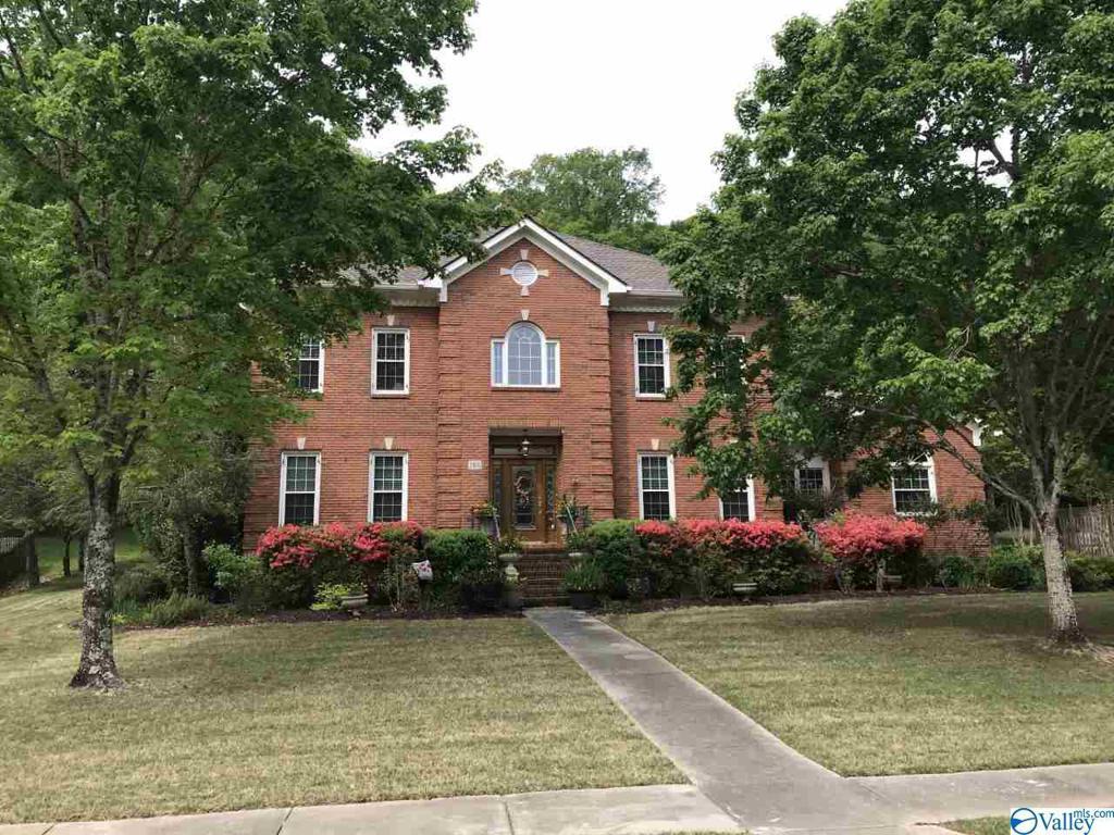 Photo of home for sale at 2406 Preston Ridge Drive, Brownsboro AL