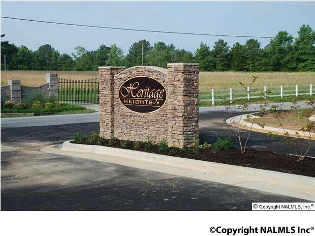 Photo of home for sale at Pembrooke Circle, Hartselle AL