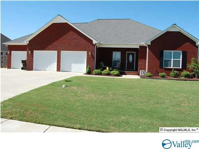 Photo of home for sale at 617 Avalon Drive, Hartselle AL