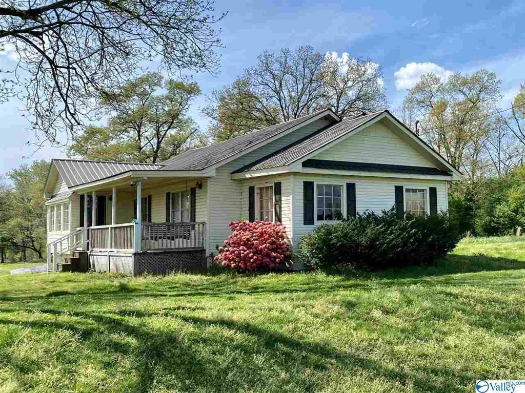 Photo of home for sale at 1040 Hambrick Drive, Horton AL