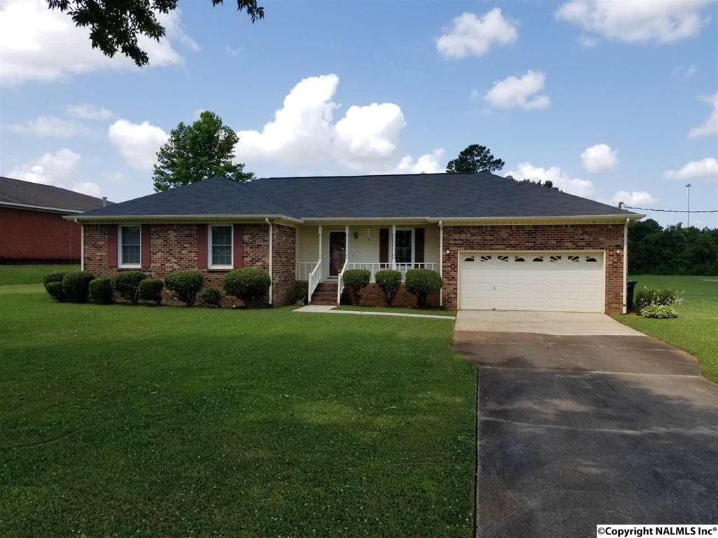 Photo of home for sale at 444 Nick Fitchard Road, Huntsville AL