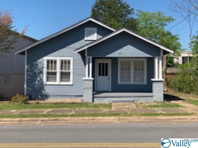 Photo of home for sale at 208 Scott Street S, Scottsboro AL