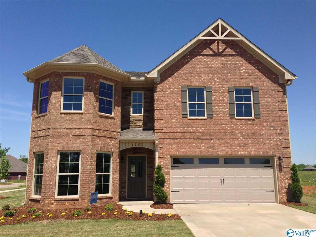 Photo of home for sale at 601 Southfield Lane, Huntsville AL