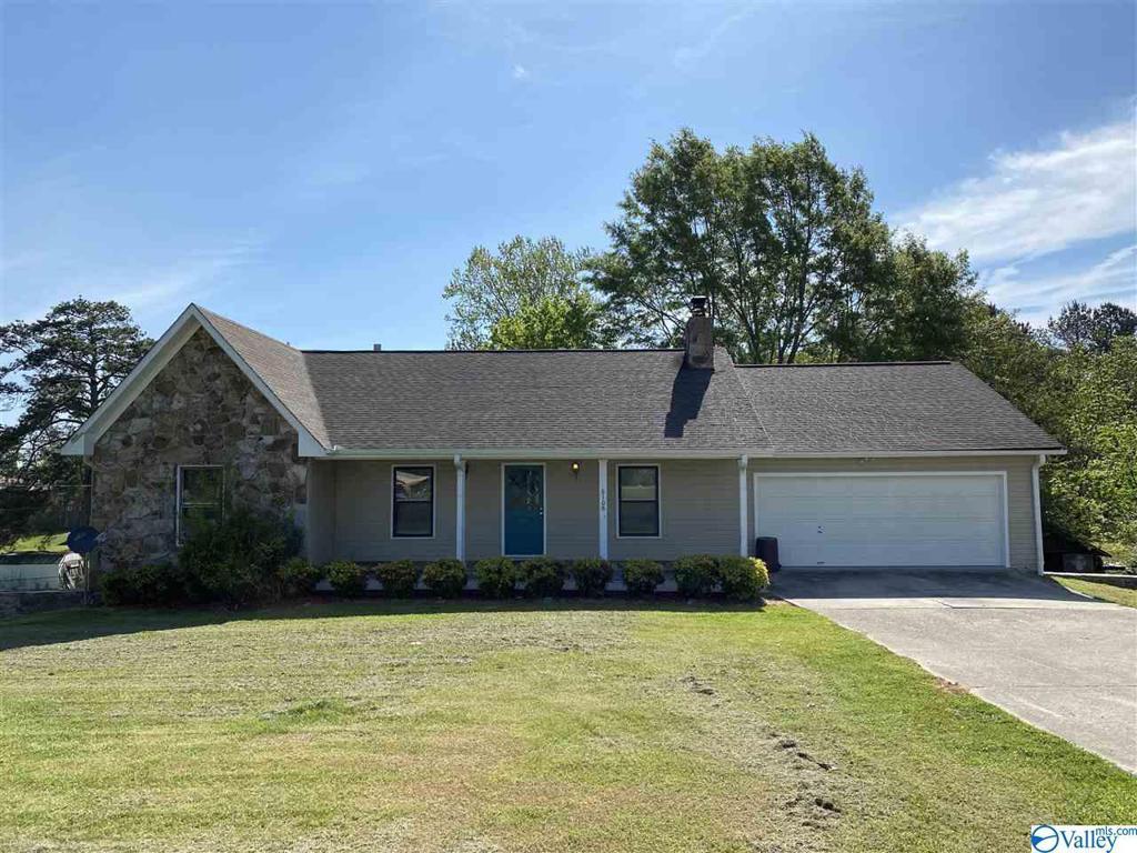 Photo of home for sale at 6108 Jarmon Road, Guntersville AL