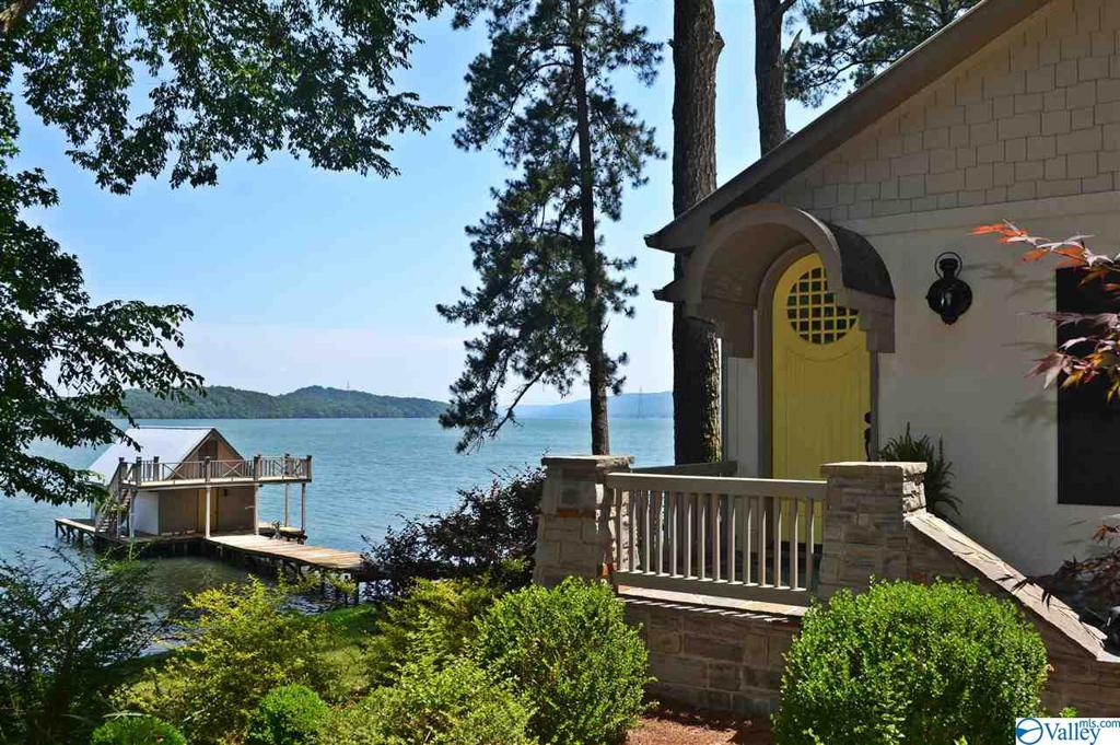 Photo of home for sale at 836 Lakeshore Drive, Langston AL