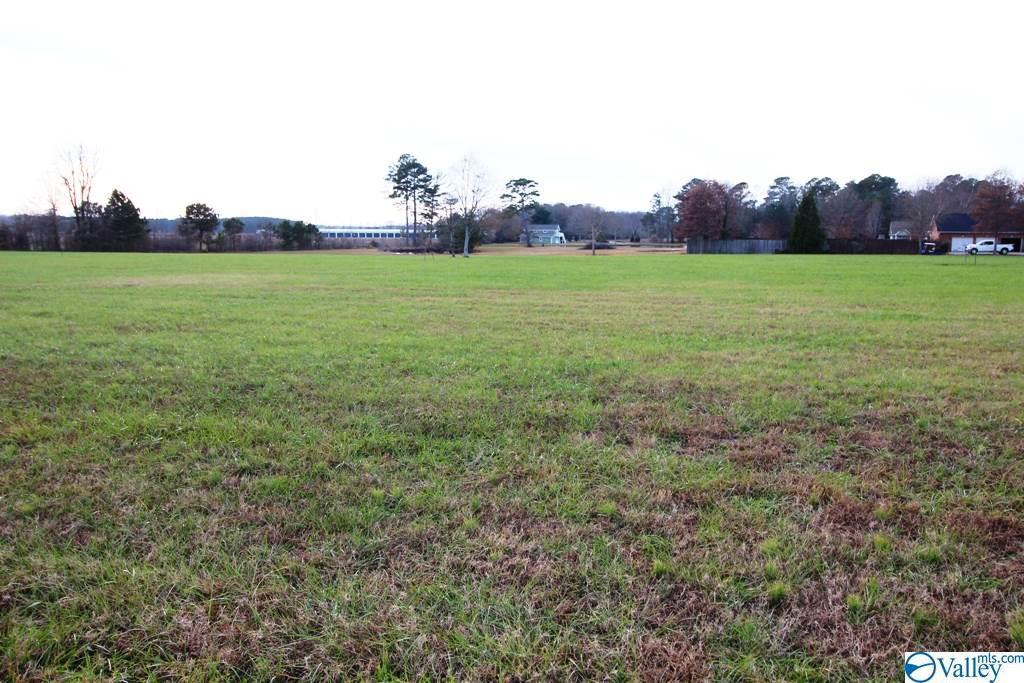 Photo of home for sale at 7 Magnolia Trail, Centre AL