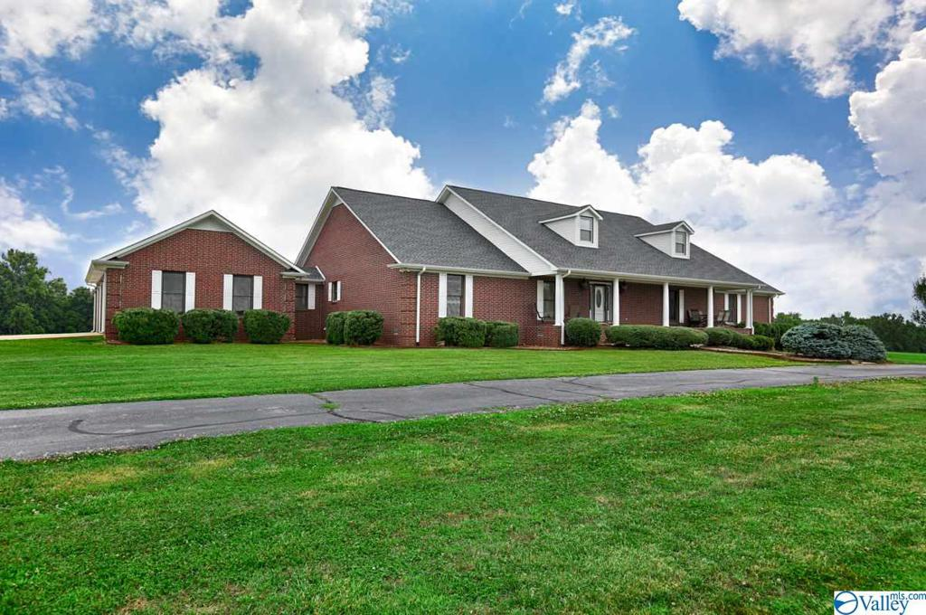 Photo of home for sale at 36 Boone Road, Taft TN