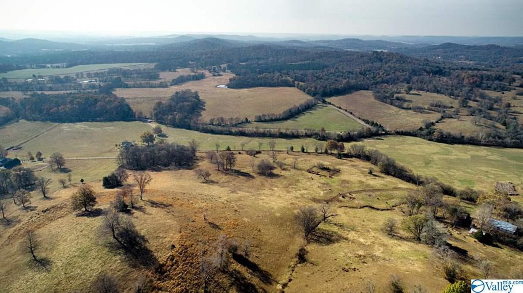 Photo of home for sale at 685 Old Stage Road, Ardmore TN