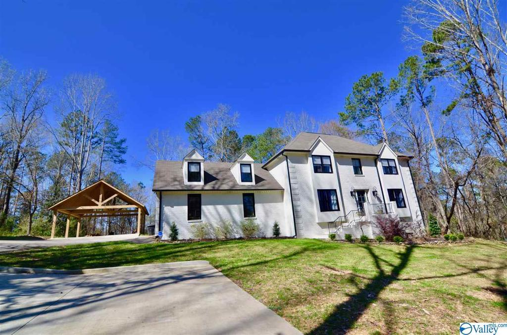 Photo of home for sale at 107 Becky Drive, Gadsden AL